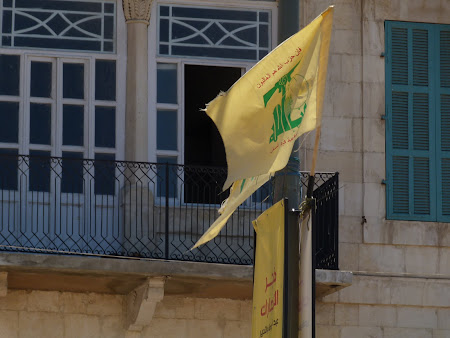Imagini Liban: steag Hezbollah