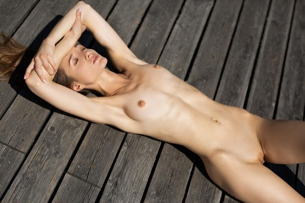[Playboy Plus] Vi Shy - Soothing Sunrays