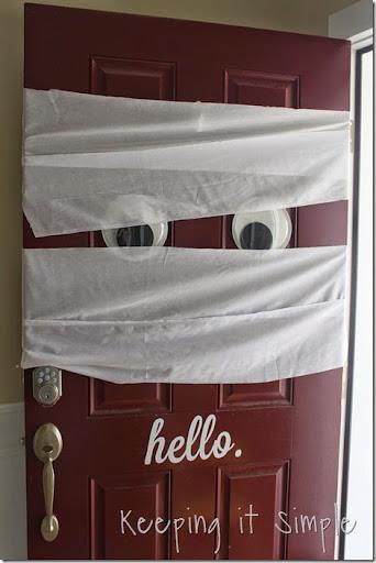 Halloween Decoration Mummy Door (4) & Halloween Decoration Idea- Mummy Door u2022 Keeping it Simple