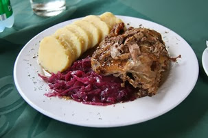 Roast_duck_with_dumplings_(Czech)