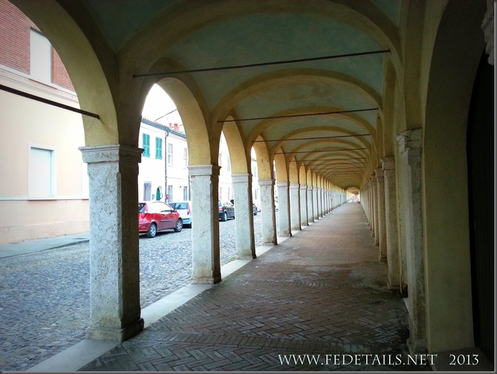 Il loggiato dei Cappuccini a Comacchio, Foto3, Comacchio,Ferrara,EmiliaRomagna,Italia - The portico of the Capuchins in Comacchio, Photo 3, Comacchio, Ferrara, Emilia Romagna, Italy - Property and Copyrights of FEdetails.net