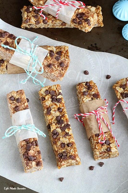 {healthy}{no-bake} Peanut Butter Chocolate Chips Granola Bars by -- @LifeMadeSweeter.jpg