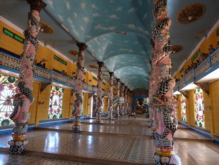 173. interior templu Caodai.JPG