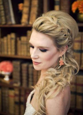 tendencia de penteado 2015 noiva de rabo de cavalo com trança embutida