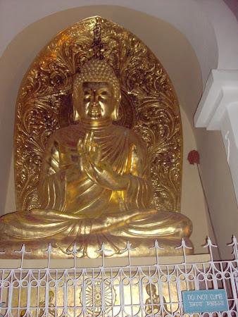 Obiective turistice India: Budha meditand Peace Pagoda Darjeeling