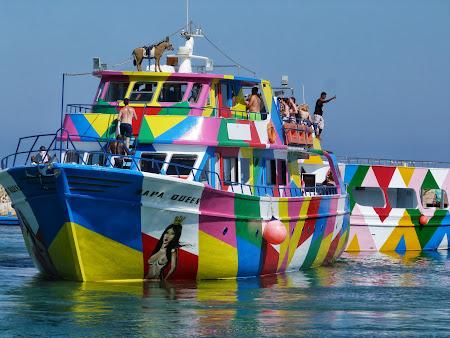 La mare in Cipru: Party boat in Aya Napa
