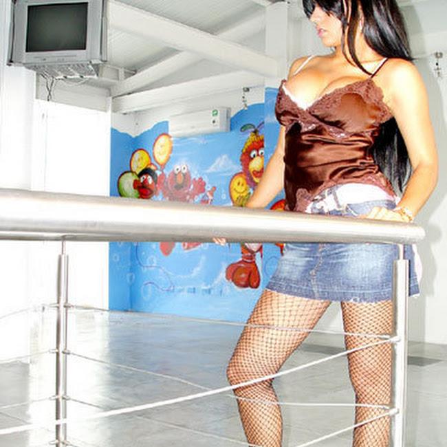 Andrea Rincon Striptease Prendas Foto 7