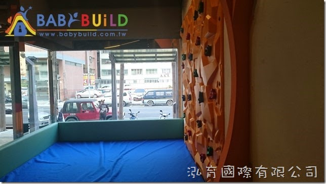 BabyBuild 兒童攀岩遊具區聚乙烯運動地墊鋪設