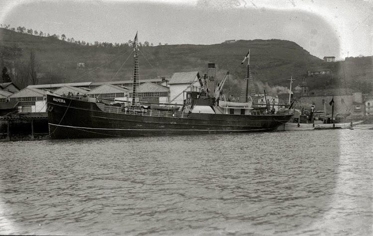 Vapor MALVEIRA. Seguramente en 1919 frente a astilleros Eraso. Foto de la web Gure Guipuzcoa.jpg