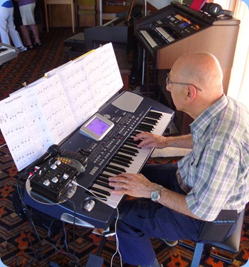 Dennis Lyons played the arrival music for us on his Korg Pa500 and then played for us as one of the featured artists. This was Dennis's debut at the Club so well done Dennis!