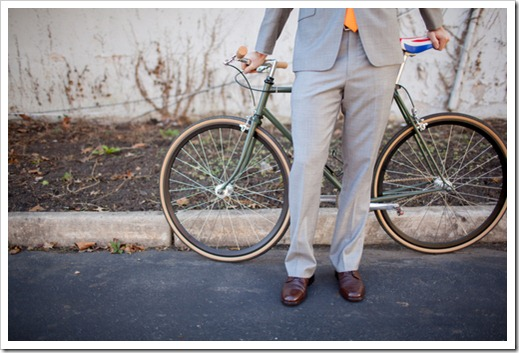 helen-colin-wedding-day-white-colorful-hipster-rustic-vintage-special-lovely-couple-inspiration-blogger-blog-bike-shoes-groom-bride