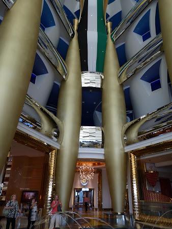 Hotel 7 stele: atrium Burj