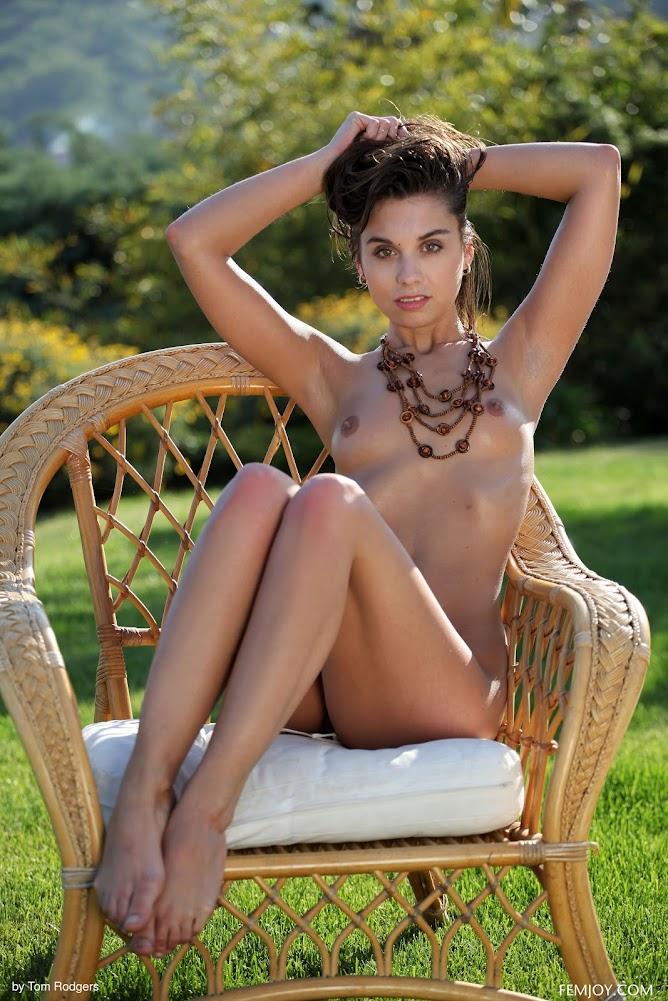 1538888042_9281538136130_nosidebar [FemJoy] Sabrisse - So Hot