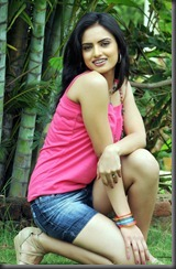 Gurudu Actress Ritu Kaur Hot Pics