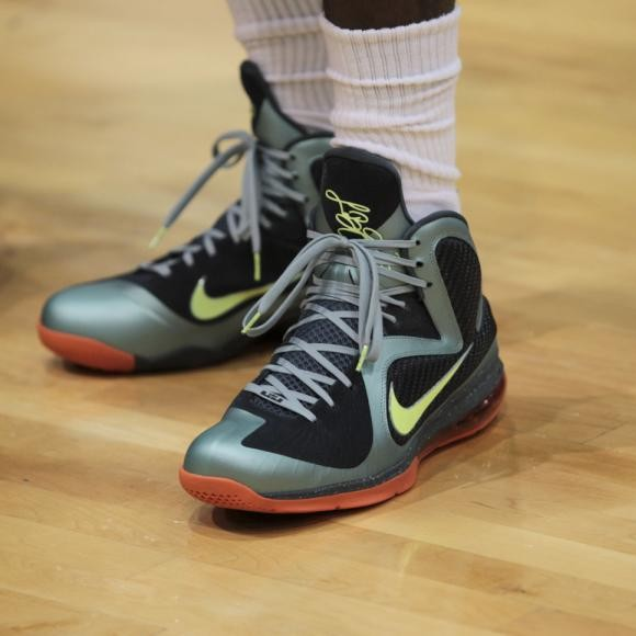 134feb169381 LeBron Debuts New Shoes at South Florida All Star Classic Game ...