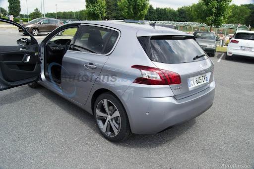 2014-Peugeot-308-8.jpg