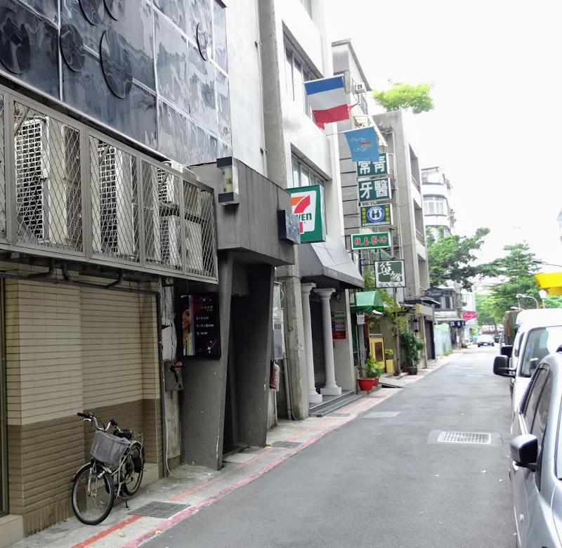 Libo cafe 就在前方.JPG