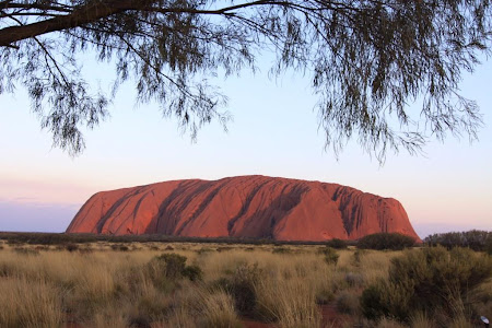Imagini Uluru:  Stanca sacra Uluru la apus