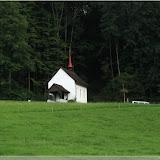 eine kleine Kirche am Wegesrand