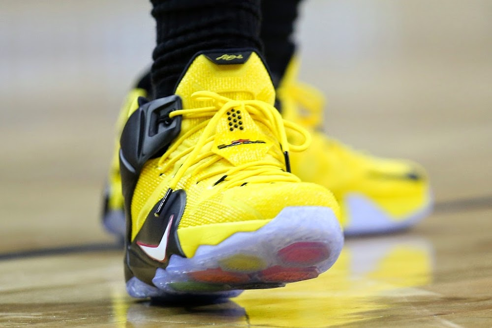 07f343fbf6a LeBron James Drives a Taxi Styled LeBron 12 vs Pelicans ...