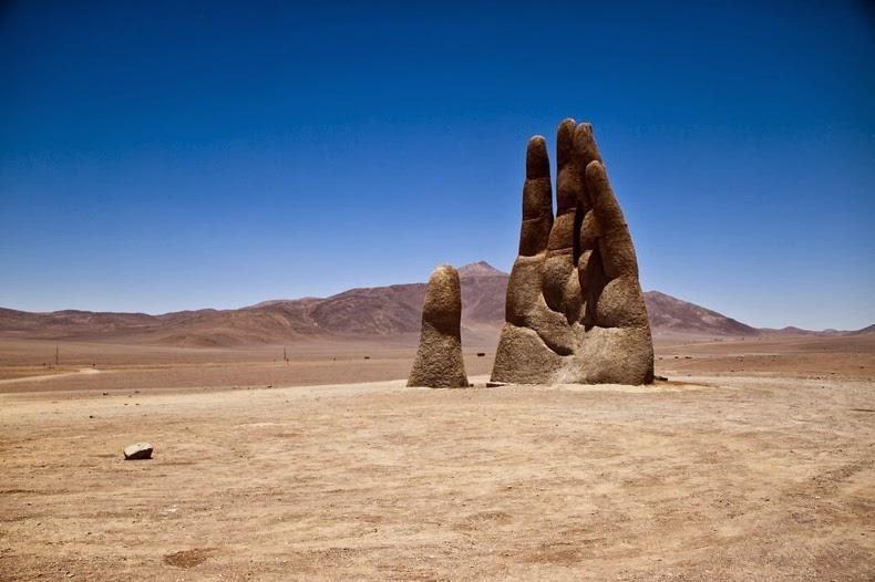 Misteri Tangan Raksasa di Gurun Atacama Chile