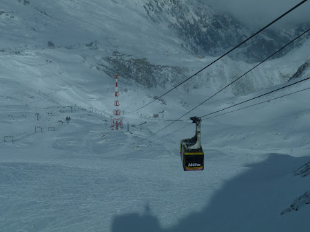 19. telecabina spre 3000 metri.JPG