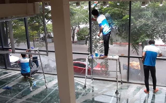 Dịch vụ vệ sinh showroom tại Hồ Chí Minh