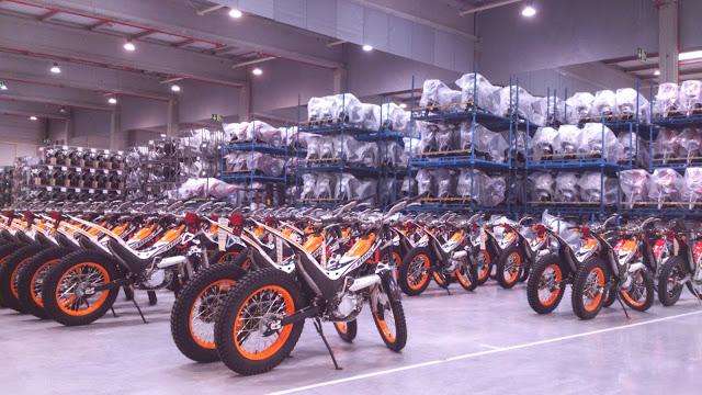 De Fábrica De Motos A Almacén Amaxofilia