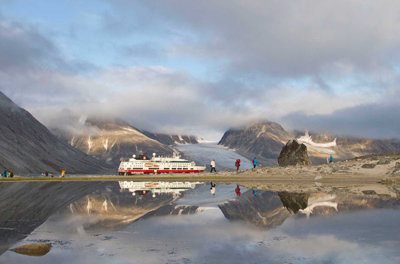 Wander around stunning Svalbard on a Hurtigruten Fram cruise of Norway and its northern islands.