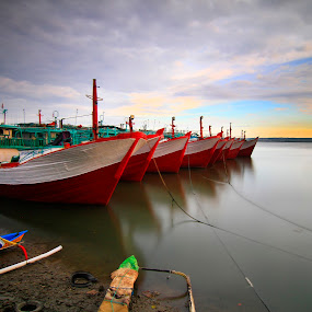 show off by I Made  Sukarnawan - Transportation Boats ( transport, boats, landscape )