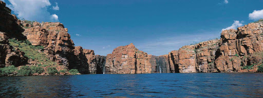 Silversea-Silver-Discoverer-Kimberley-Australia-King-George-Falls - Silver Discoverer takes you to explore King George Falls and the red cliffs of Kimberley, Australia.