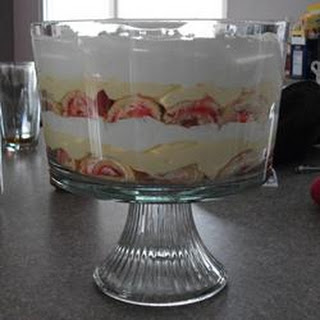 Easy Valentine's Day Trifle.