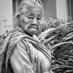 What are you looking? by R Siswanty - People Portraits of Women ( black and white, women, grandmother, portrait )