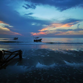 Kuantan, Malaysia by Sam Chiang - Landscapes Beaches (  )