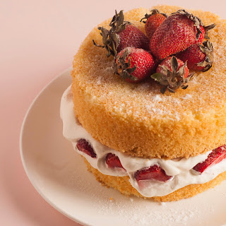 Classic Victorian Sponge with Fresh Cream and Strawberries