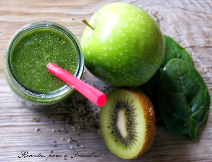 Spinach, Green Apple, and Kiwi Green Smoothie Recipe