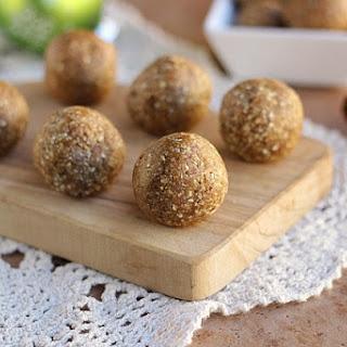 Cinnamon Oatmeal Truffles (Vegan, Gluten-Free).