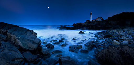 Maine-lighthouse-2 - Maine's spectacular rocky coastline is dotted with lighthouses dating back 200 years.