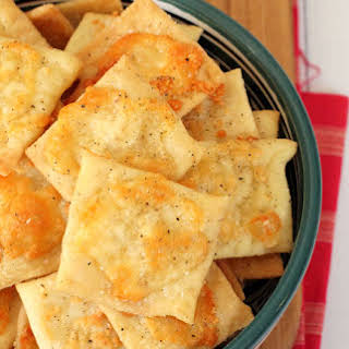 Homemade White Cheddar Cheez-It Crackers.