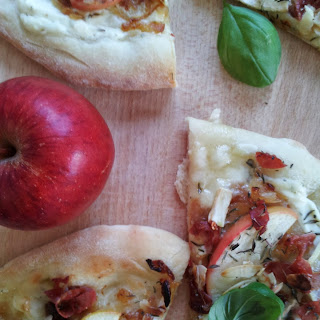 Caramelized Onion Apple Brie Pizza