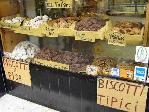 biscotti-pisa-italy - Biscotti found in a merchant shop along the street in Pisa, Italy.