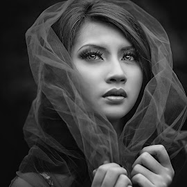by Edo Slamet - Black & White Portraits & People