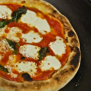 Hacker-Free Neapolitan Pizza for a Home Kitchen
