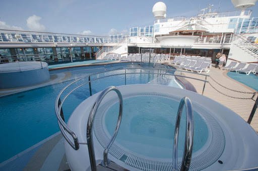 The pool deck on Star Princess.