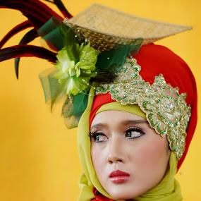 pring sedapur by Arief Wijayanto - People Portraits of Women