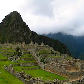Macchu Pichu, Peru by Lin Kelly - Buildings & Architecture Public & Historical ( macchu;peru;ancient structures,  )