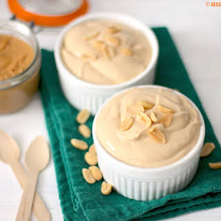 Healthy Peanut Butter Yogurt Dip (low fat, low carb, sugar free & high protein).