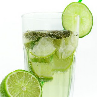 Fresh-Squeezed Lime Juice with Soda and Pepper