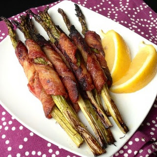 PALEO BACON WRAPPED ASPARAGUS.