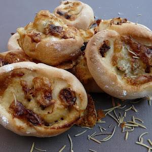 Savory Fig-Gorgonzola Buns